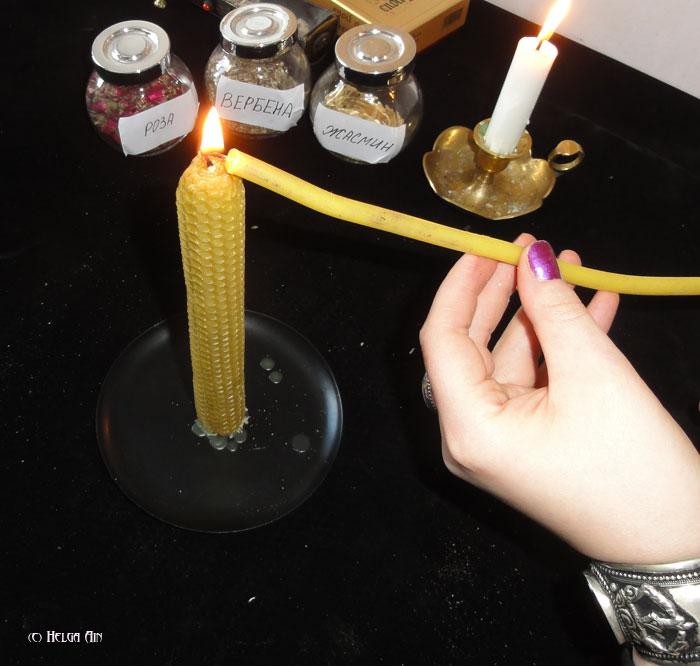 поджигаем свечу из вощины